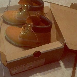 Timberland boots(never worn) size 7.5 mens
